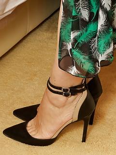 MILF High Heels Pics